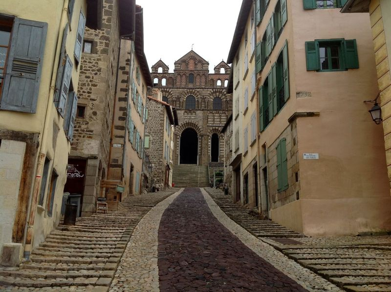 Le Puy Cathedral approach