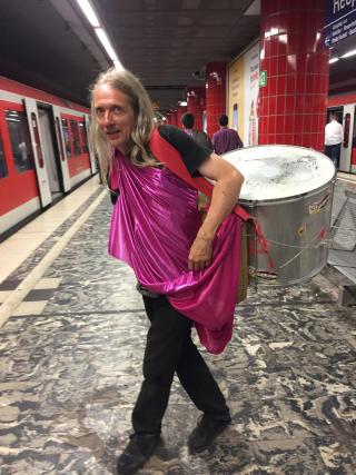 Hamburg man with drum - 1 (1)
