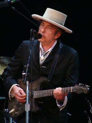 512px-Bob_Dylan_-_Azkena_Rock_Festival_2010_2