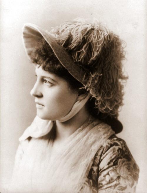 Langtry-portrait-with-hat-Photo-by-Sarony-750x986